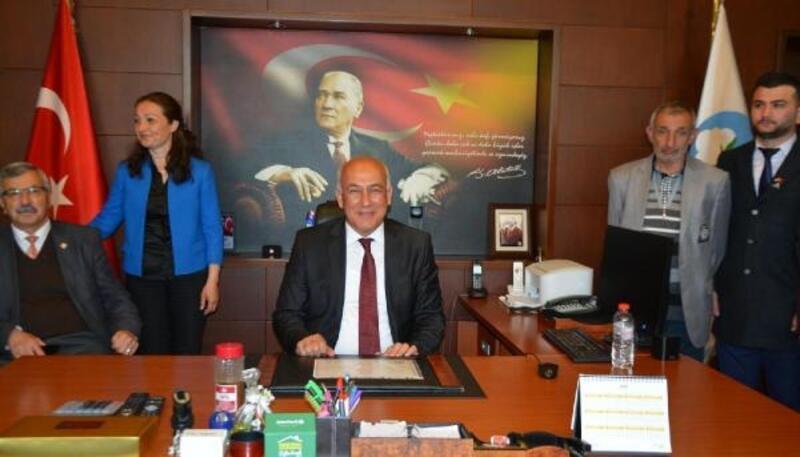 Aydın'da göreve ilk başlayan CHP'li Tuncel oldu