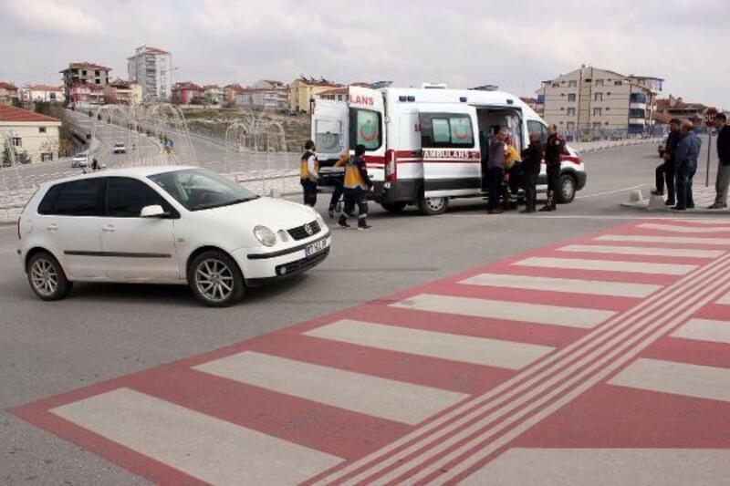 Yaya geçidinde otomobilin çarptığı yaşlı adam yaralandı