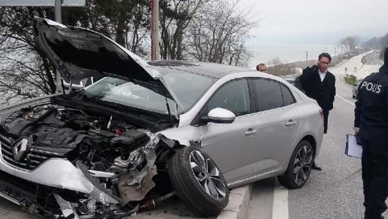 Otomobil yola giren otomobile çarptı