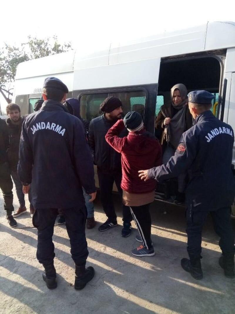 Söke'de, otobüste 43 kaçak göçmen yakalandı