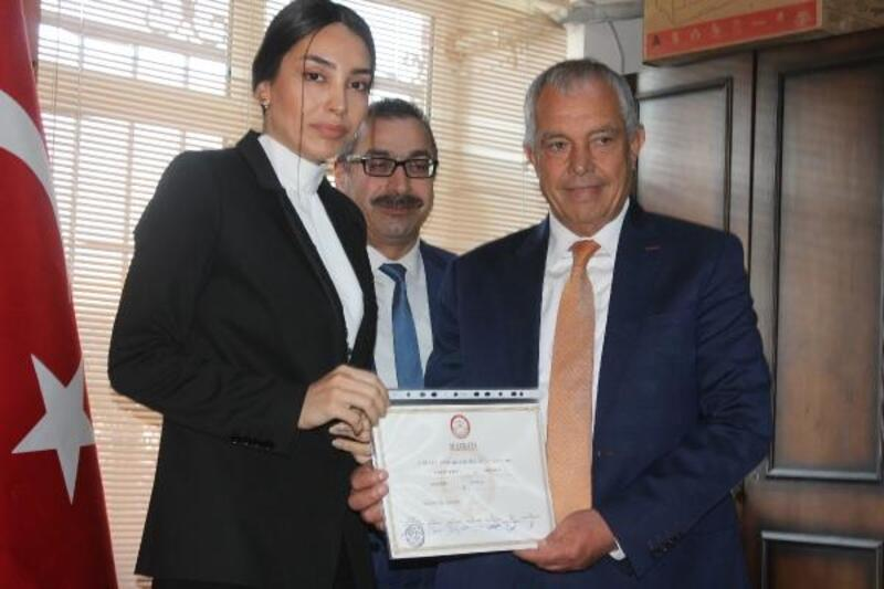 Manyas'ta Başkan Barcin mazbatasını aldı