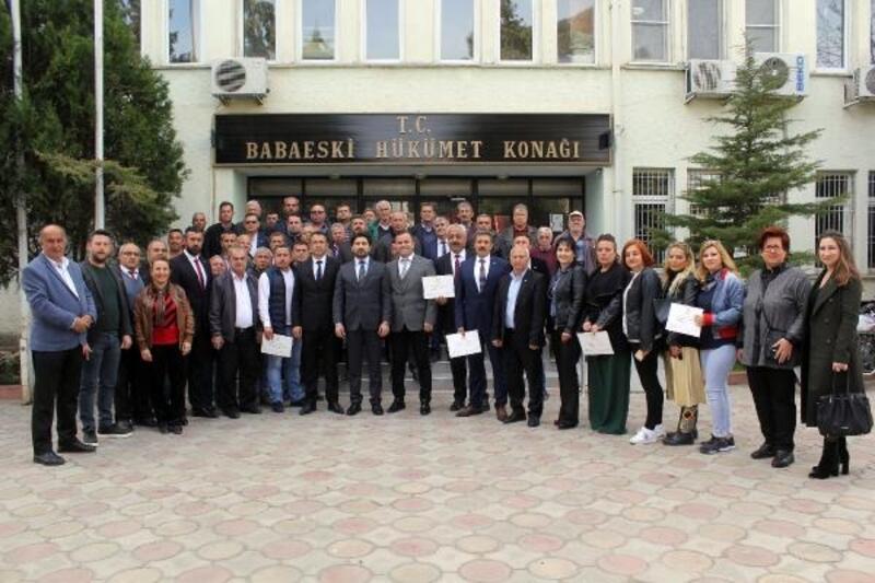 AK Partili başkanlar mazbatalarını aldı