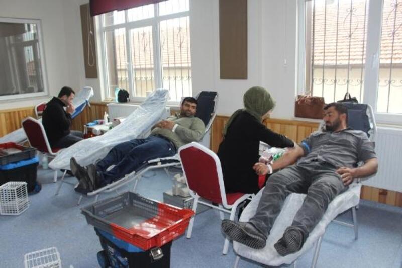 Köy okulundaki kan bağışına velilerden ilgi