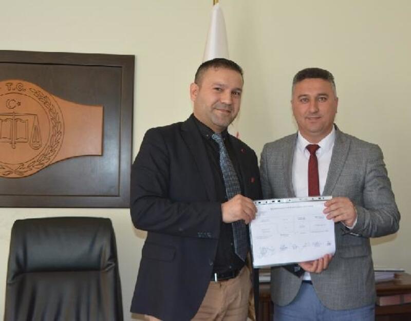 Ayvacık'ta CHP'li Bayram, mazbatasını aldı