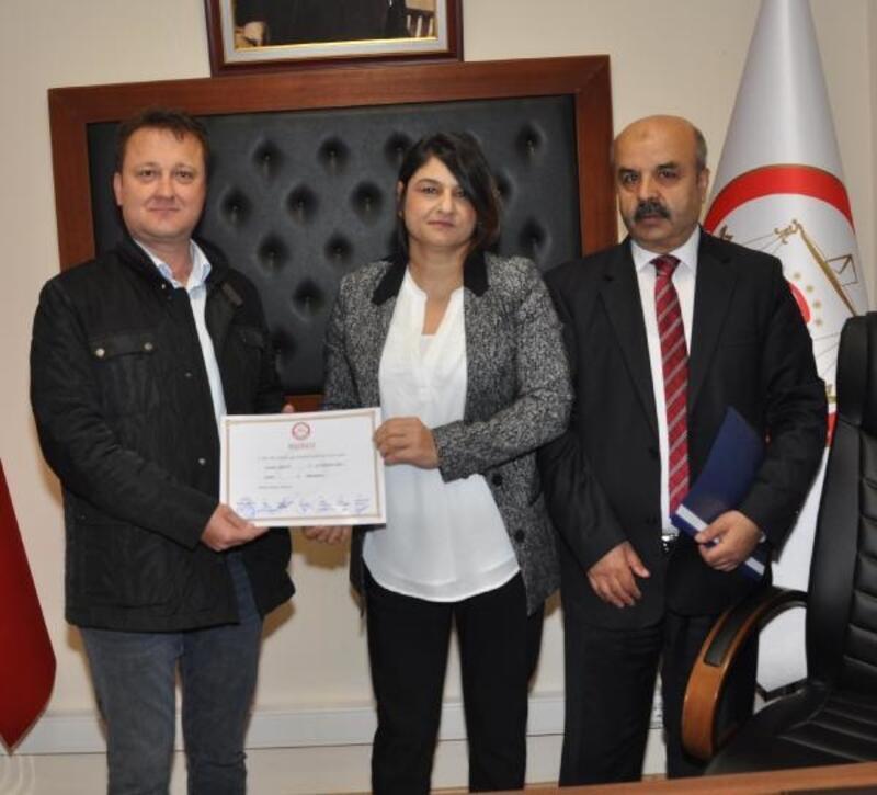 Menemen'de Serdar Aksoy mazbatasını aldı