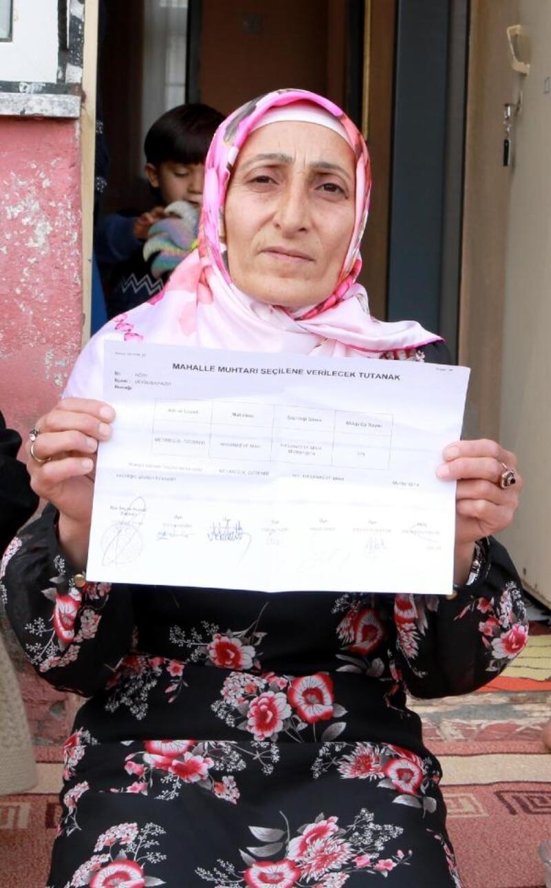 2 çocuk annesi, komşusundan borç aldığı altınla muhtar oldu