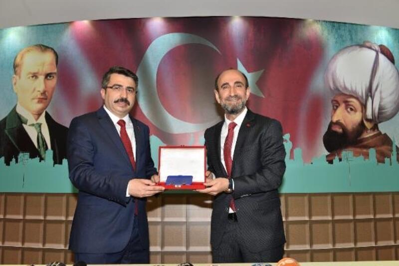 Yıldırım Belediye Başkanı AKP'li Yılmaz, mazbatasını aldı