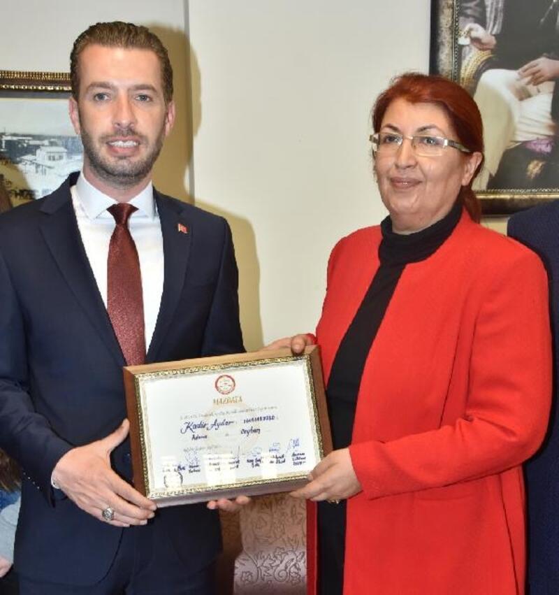 Ceyhan Belediye Başkanı Kadir Aydar, mazbatasını aldı