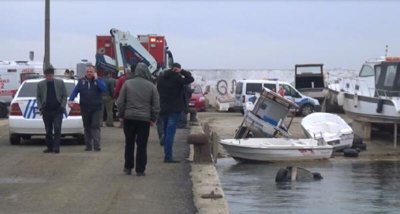 Silivri'de otomobil denize uçtu, sürücüyü sahildekiler kurtardı