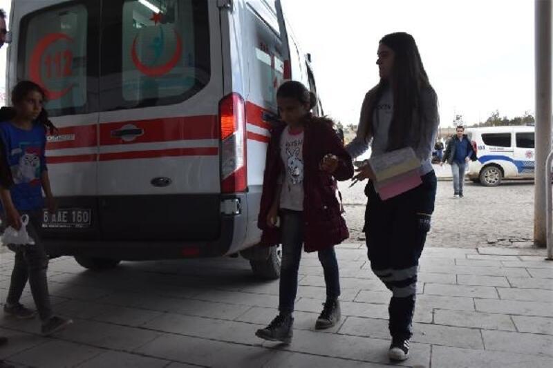 Kars'ta 29 öğrenci, öğretmenlerine sürpriz doğum gününde zehirlendi