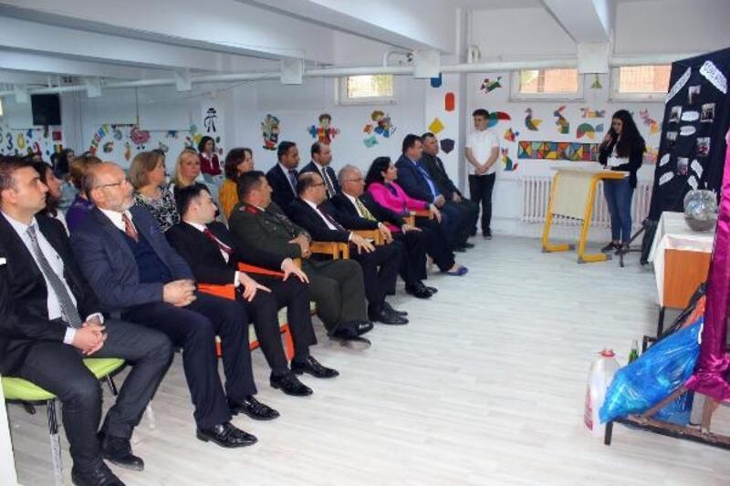 Öğrenciler, geri dönüşümden kazandıkları parayı Mehmetçik Vakfı'na bağışladı