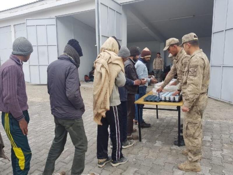 Van'ın 6ilçesinde 241 kaçak göçmen yakalandı