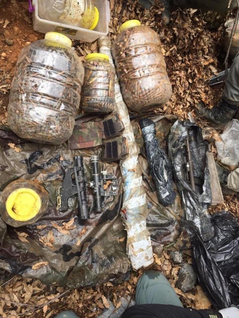 Tunceli'de PKK'lıların kullandığı 2 sığınakta tüfekler ve mühimmat ele geçirildi