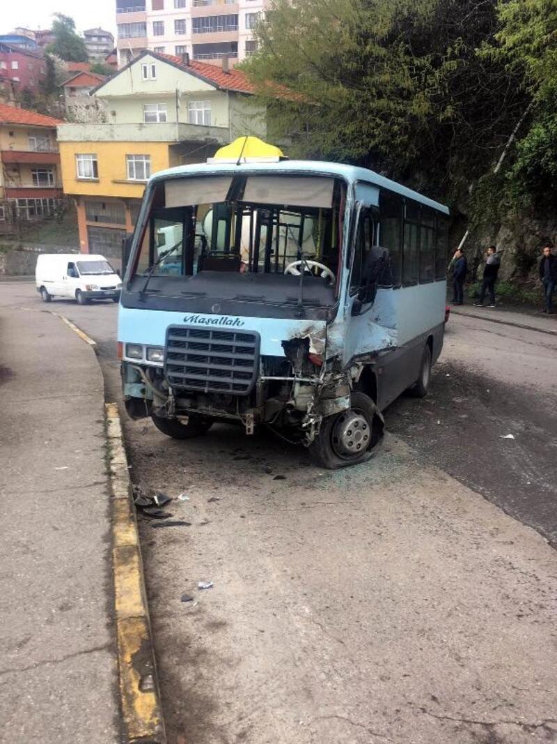 Yolcu minibüsü TIR'la çarpıştı: 6 yaralı
