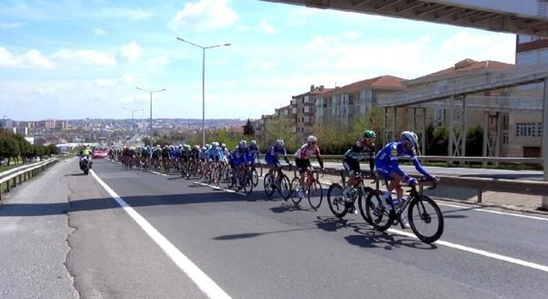55. Cumhurbaşkanlığı Türkiye Bisiklet Turu'nda yarışan bisikletçiler Silivri'den geçti