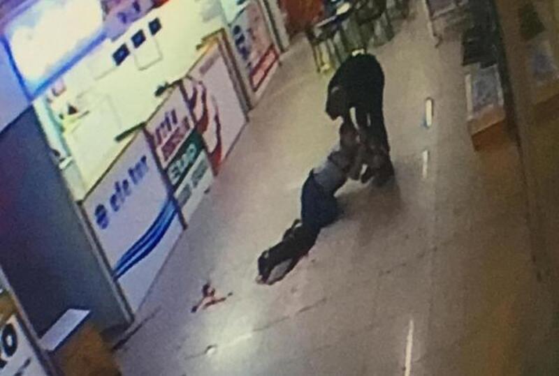 Kız arkadaşına mesaj atanı bacağından vurdu; o anlar kamerada