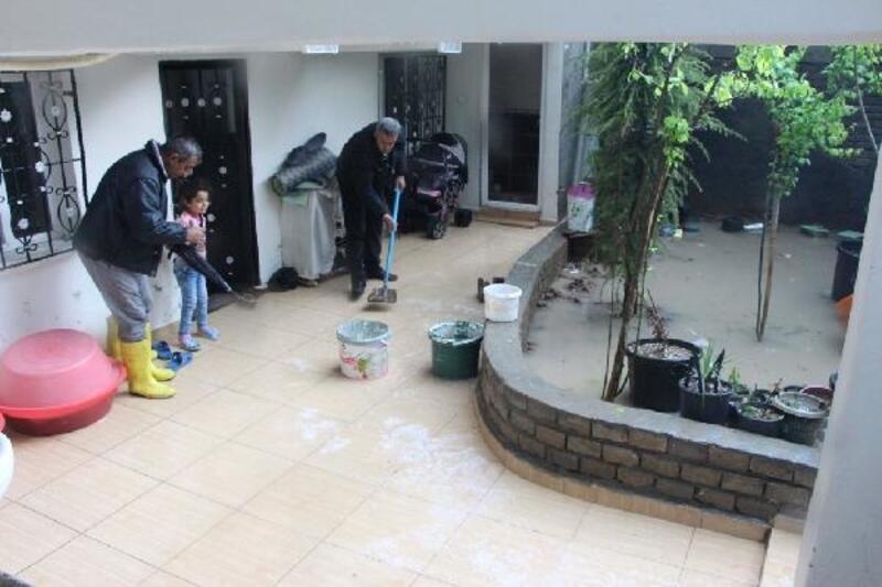 Nusaybin'de sel; evler su altına kaldı
