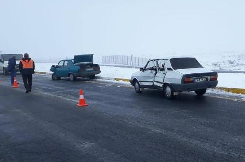 Karakoçan'da otomobiller çapıştı: 3 yaralı