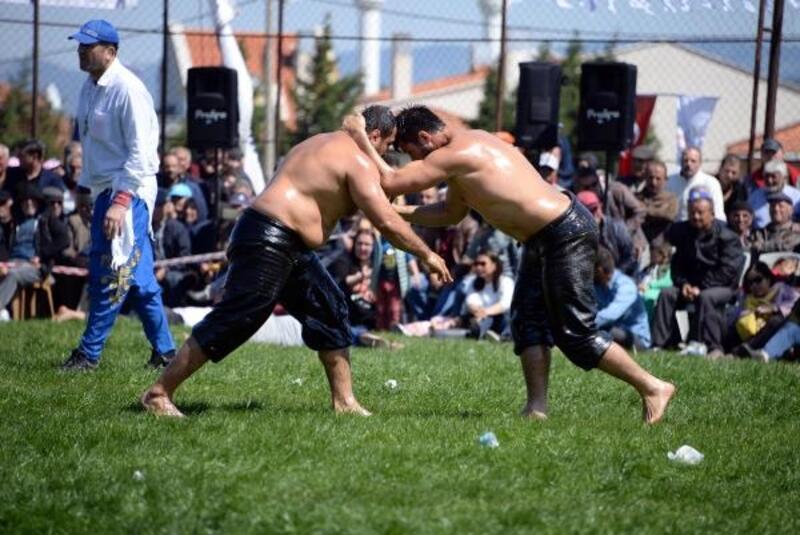 Bergama'da Ata sporu yağlı güreşlere yoğun ilgi