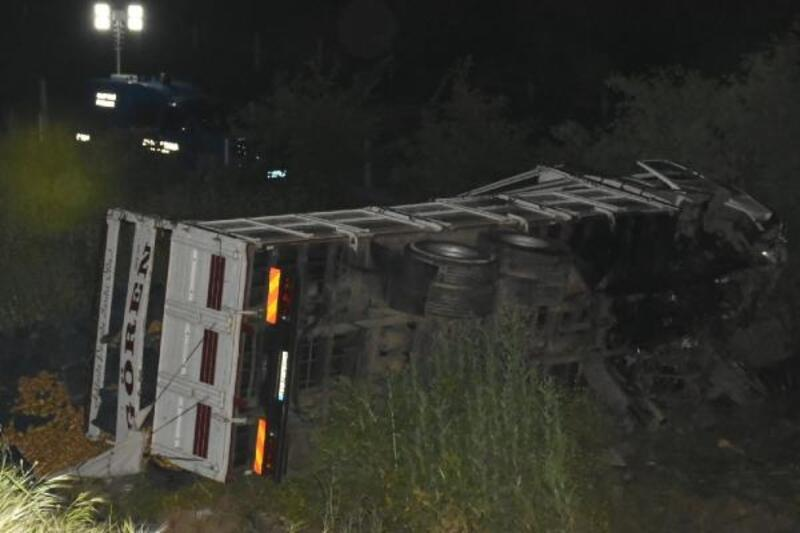 Kamyonla otomobil çarpıştı: 1 ölü, 1 yaralı