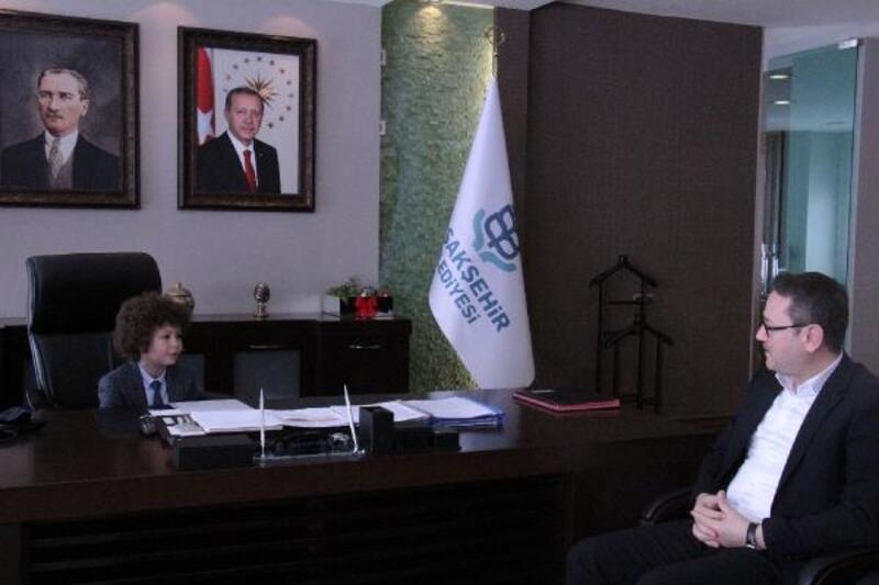 Başkan Kartoğlu, koltuğunu ilkokul öğrencisine devretti