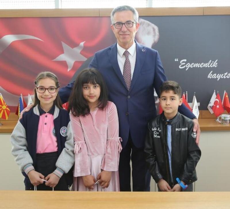 Başkan Arda koltuğu çocuklara devretti