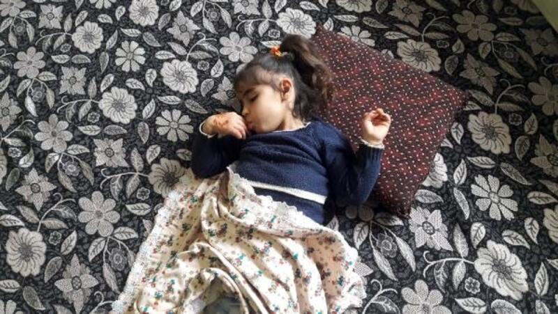6 yaşındaki engelli Aysel'e, 23 Nisan'da tekerlekli sandalye hediye edildi