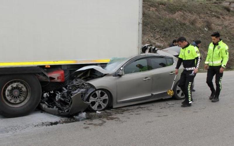 Otomobil TIR'a çarptı; Kübra öldü