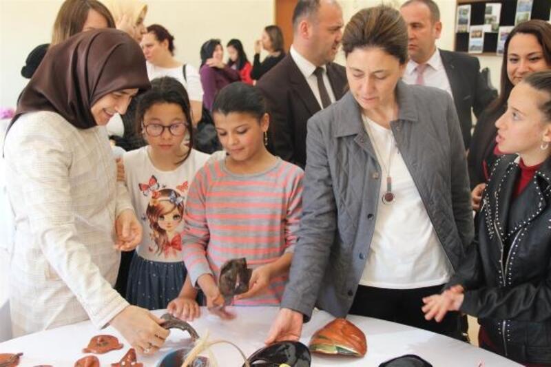 Beyhan Demirtaş Adana Çocuk Evleri Sitesi'ni ziyaret etti