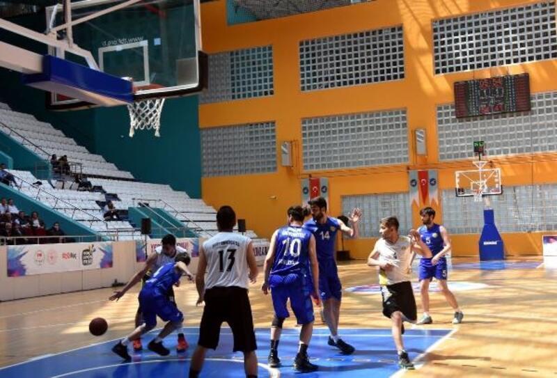 Van YYÜ'de 'Üniversiteler Arası Spor Oyunları' başladı