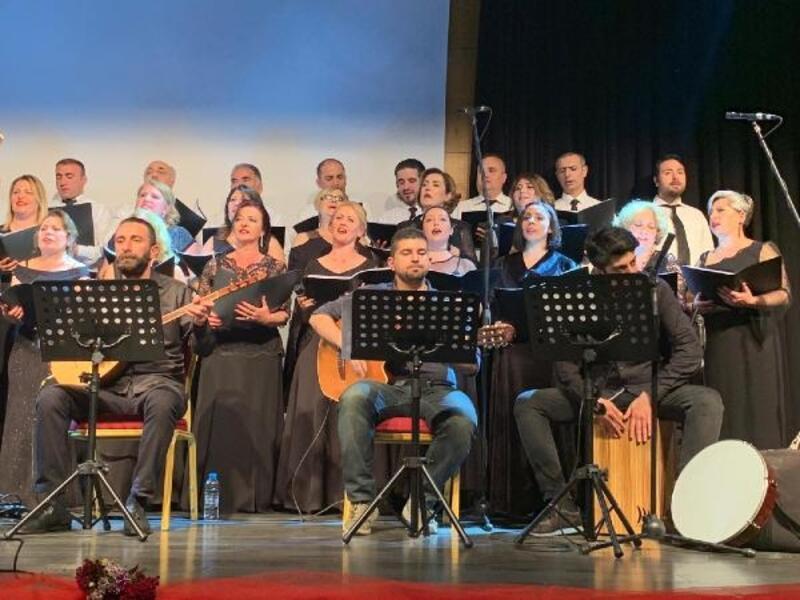 Çekmeköy'de halk eğitim müdürlüğü kursiyerleri konser verdi
