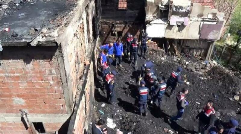 Sinop'taki ev yangınında kayıp 2 kişinin sırrını DNA testi çözecek