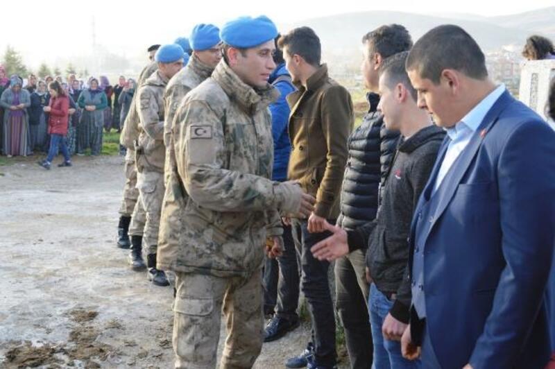 Çubuk Akkuzulu gençler dualarla askere uğurlandı