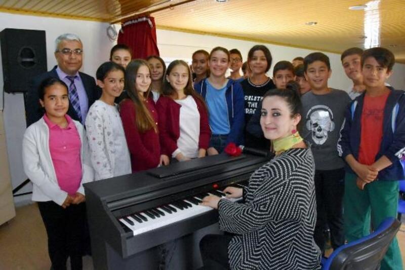 Atatürk Ortaokulu'nda piyano sesleri