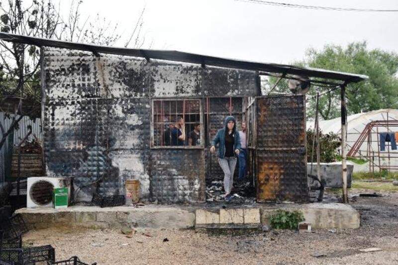 Yangında, 450 bin liralık kaydın tutulduğu veresiye defteri kül oldu