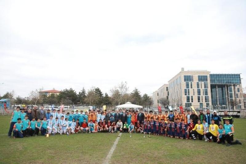 Kocasinan'da öğrenciler futbol turnuvasında mücadele etti