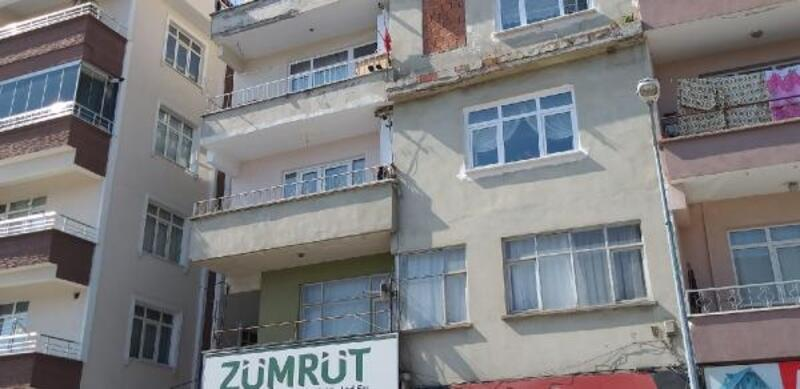 3'üncü kat balkonundan düştü, hastanede öldü