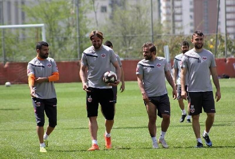 Adanaspor'da 3 oyuncu gribal enfeksiyona yakalandı