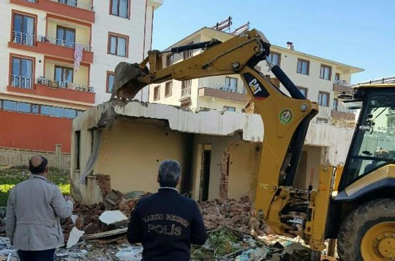 Bingöl'de uyuşturucu kullanılan metruk evyıkıldı