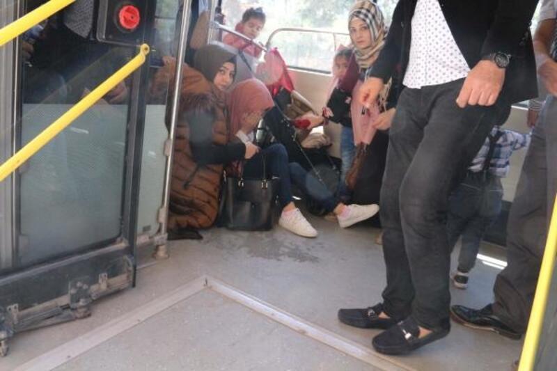 Şoför, fenalaşan kadını otobüsle hastaneye götürdü