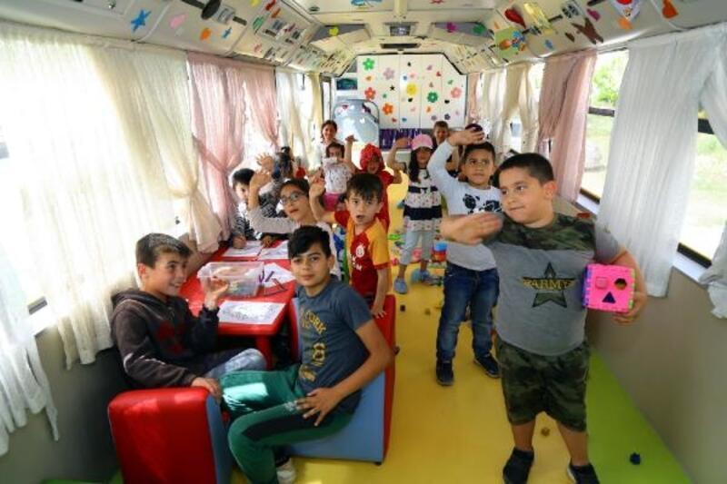 Çocuklar Gezici Oyun Evi ile eğlendi