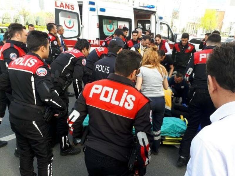 Yunus ekip motosikleti, otomobil ile çarpıştı: 2 polis yaralı