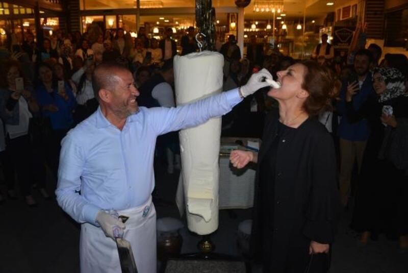 Kahramanmaraş'ta 250 kiloluk 'dondurma' ile özel gösteri