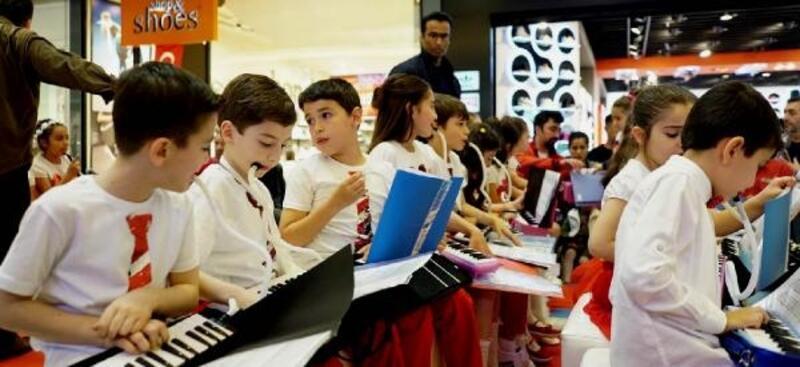 Çocuklardan neşeli konser
