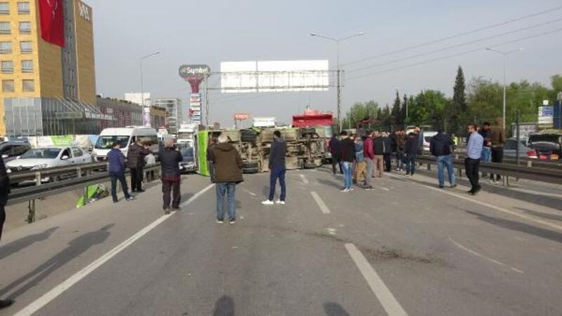 6 araç zincirleme kazaya karıştı, yol trafiğe kapandı