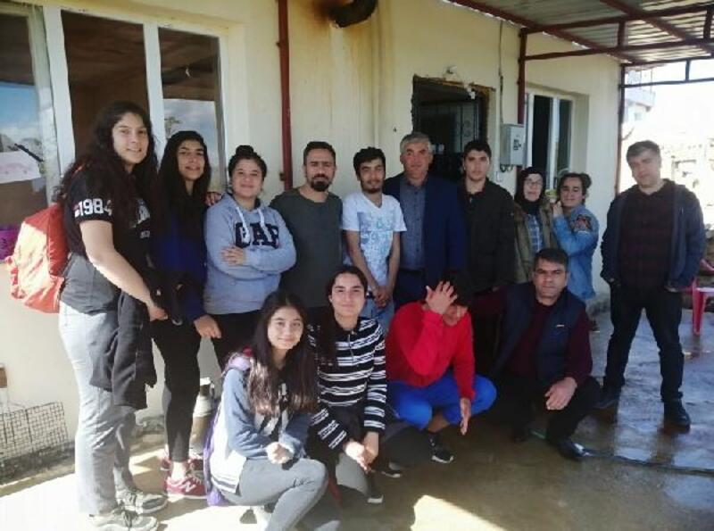 Öğrenciler yaşlı ve muhtaçların evlerini temizledi