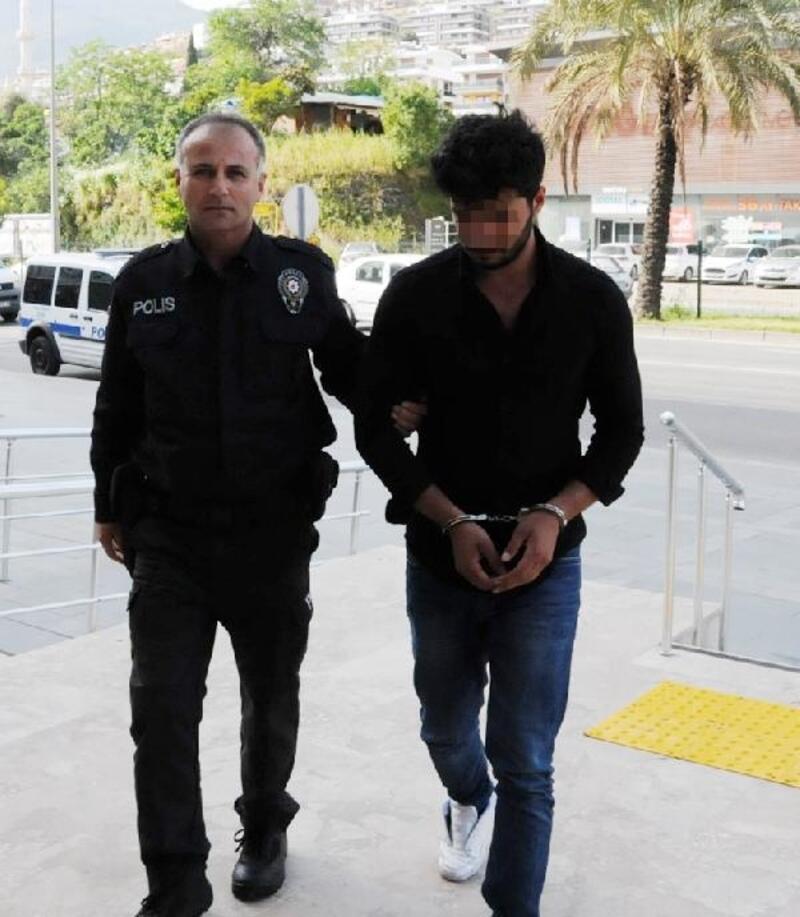 Üvey kızına cinsel istismardan tutuklandı