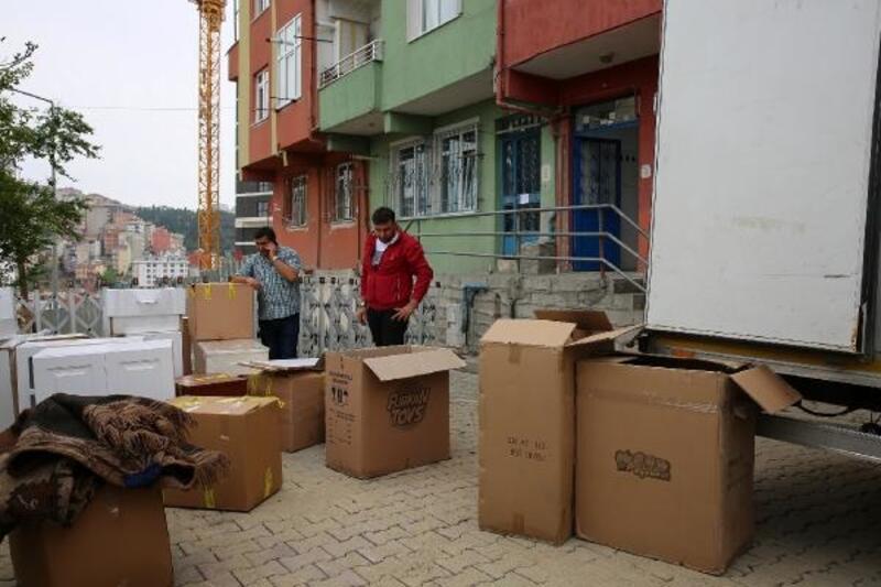 İki binanın yıkıldığı Kağıthane'de vatandaşlar taşınmaya başladı