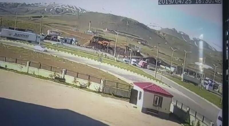 Bitlis'te 34 kişinin yaralandığı kazanın güvenlik kamera görüntüleri ortaya çıktı