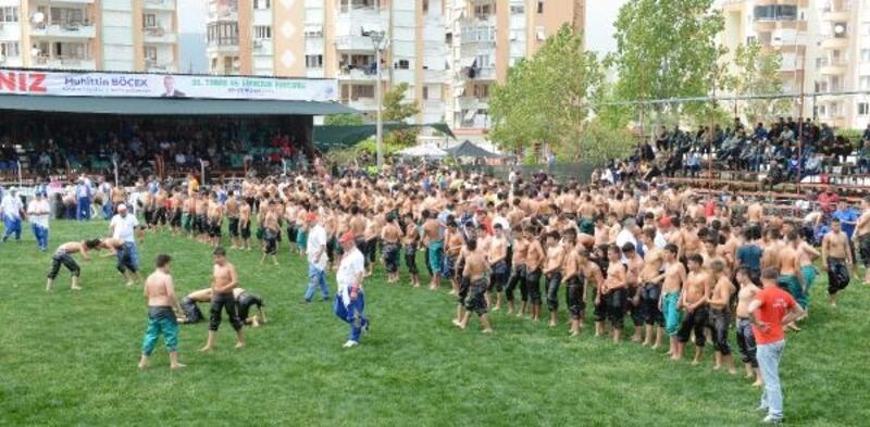 Kumluca'da yağlı güreşler başladı